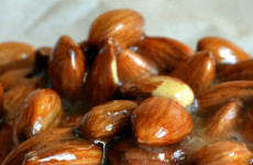 120-caramel-almonds